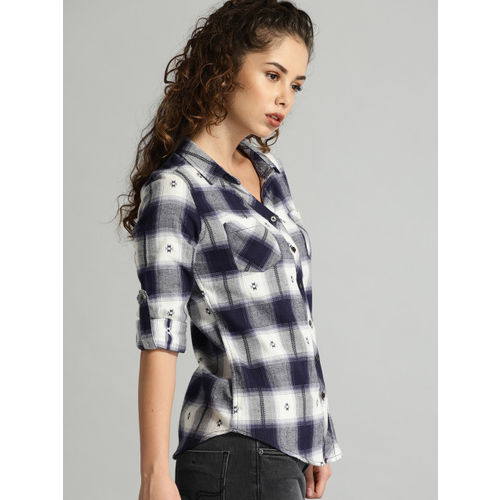 Roadster Navy Blue & Off-White Regular Fit Checked Casual Shirt