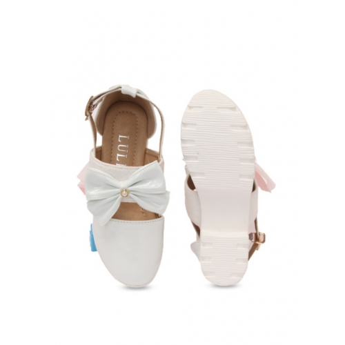 Walktrendy White Synthetic Casual Sandals