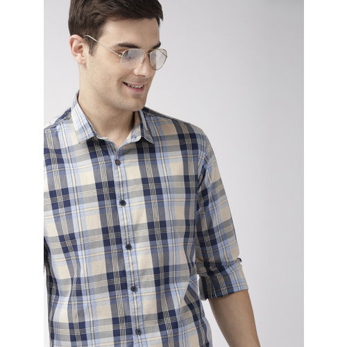 Mast & Harbour Men Cream-Coloured & Navy Blue Regular Fit Checked Casual Shirt