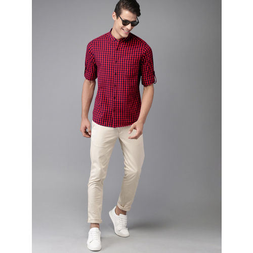 HERE&NOW Men Navy Blue & Red Regular Fit Checked Casual Shirt