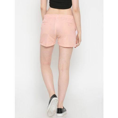 People Women Peach-Coloured Solid Regular Fit Regular Shorts