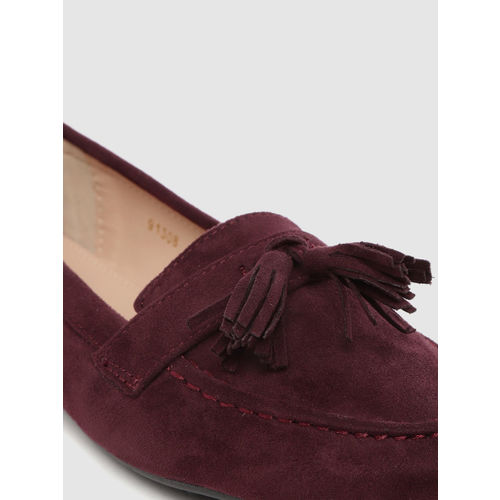 Tresmode Women Wine-Coloured Solid Tassel Loafers