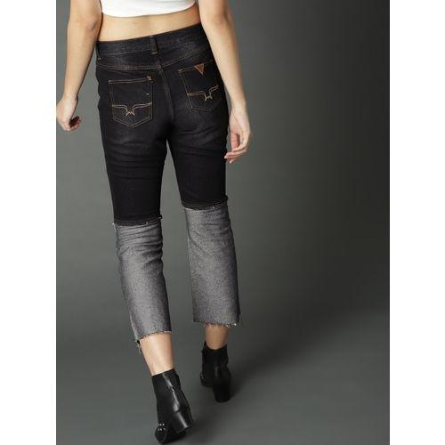 Roadster Women Black Regular Fit Mid-Rise Slash Knee Cropped Jeans
