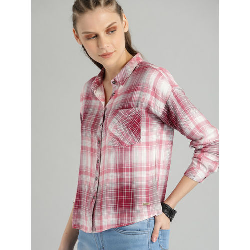 Roadster Women White & Maroon Regular Fit Checked Casual Shirt