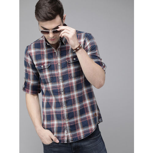 Roadster Men Navy Blue & Maroon Regular Fit Checked Casual Shirt