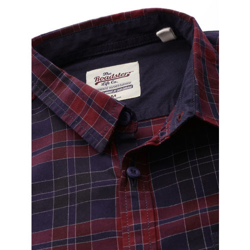 Roadster Men Red & Navy Blue Regular Fit Checked Casual Shirt