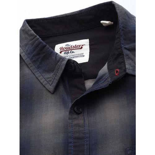 Roadster Men Grey & Blue Regular Fit Checked Casual Shirt