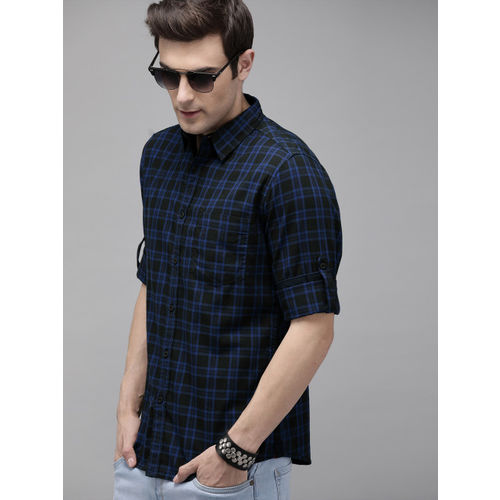 Roadster Men Black & Blue Regular Fit Checked Casual Shirt