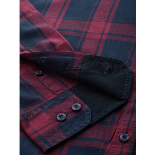 Roadster Men Maroon & Navy Blue Regular Fit Checked Casual Shirt