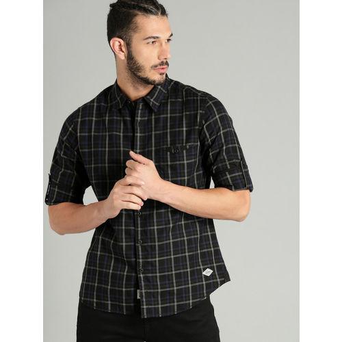 Roadster Men Black & Blue Regular Fit Checked Casual Shirt