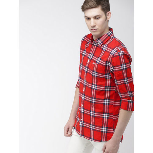 Tommy Hilfiger Men Red & Navy Blue Regular Fit Checked Casual Shirt