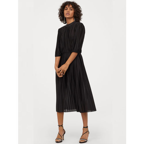 H&M Black Pleated Dress
