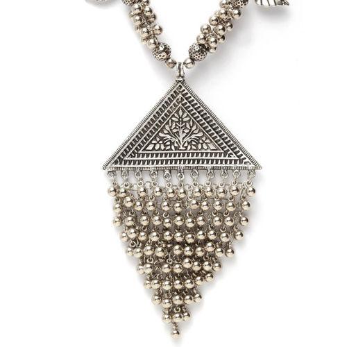 Moedbuille Handcrafted Tasselled Filgree Work Afghan Design Silver Plated Pendant Necklace
