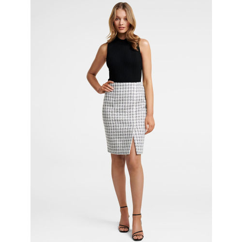 Forever New Women White & Black Checked Pencil Skirt