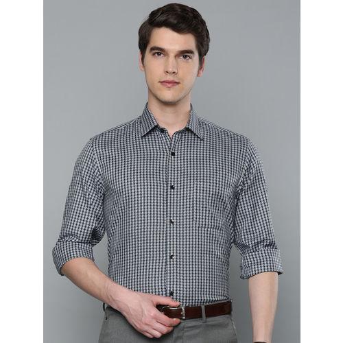 Louis Philippe Men Ultrapress Navy Blue & White Slim Fit Checked Formal Shirt