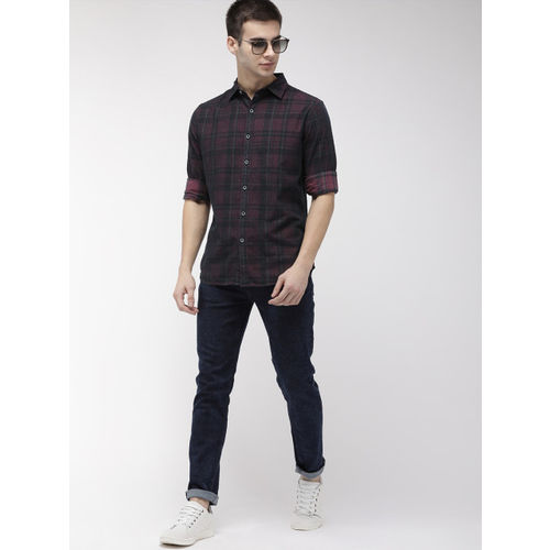 Levis Men Burgundy & Green Slim Fit Checked Casual Shirt