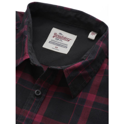 Roadster Men Black & Red Regular Fit Checked Casual Shirt