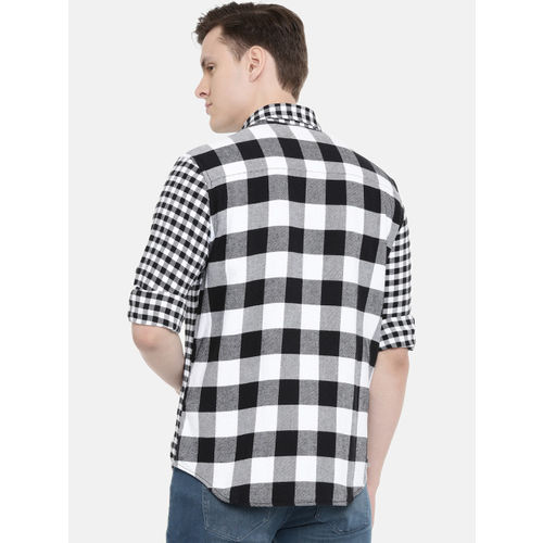 Calvin Klein Jeans Men Black & White Regular Fit Checked Casual Shirt
