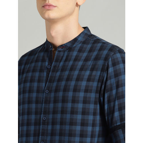 Roadster Men Navy Blue & Black Regular Fit Checked Casual Shirt