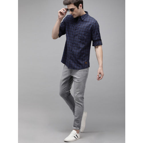 Roadster Men Navy Blue & Red Regular Fit Checked Casual Shirt