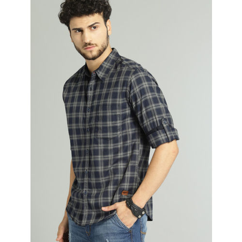 Roadster Men Navy Blue & Grey Checked Casual Shirt