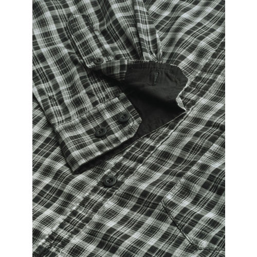 Roadster Men Grey & Black Regular Fit Checked Casual Shirt