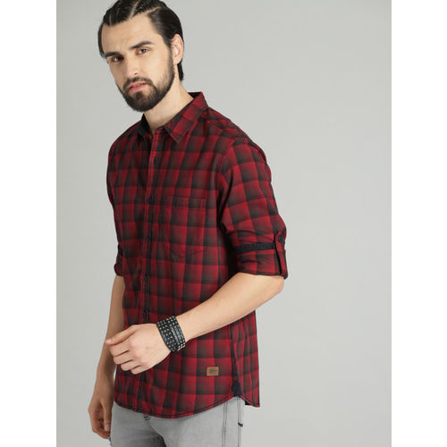 Roadster Men Red & Black Regular Fit Checked Casual Shirt