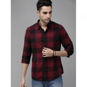 Roadster Men Red & Black Cotton Regular Fit Checked Casual Shirt