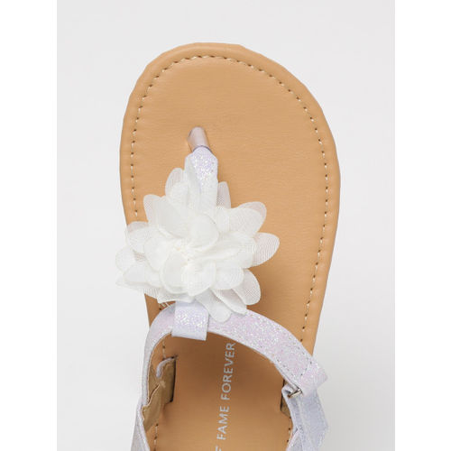 Fame Forever by Lifestyle Girls White Solid T-Strap Flats with Applique Detail