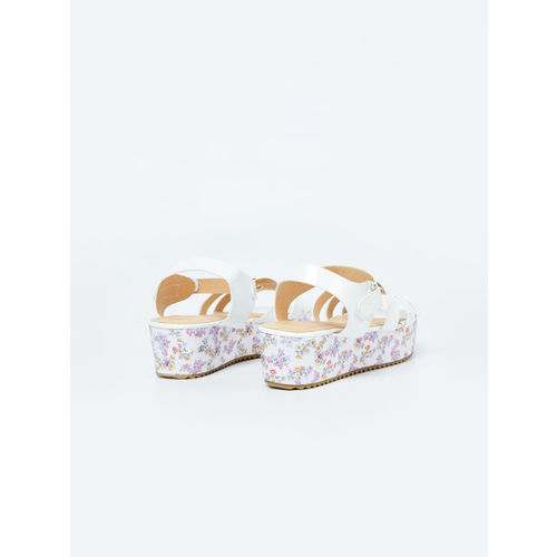 Fame Forever by Lifestyle Girls White Comfort Sandals 8907362126367