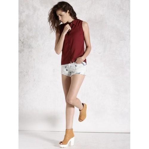 901664ec087068 Buy Roadster Maroon Sleeveless Shirt online