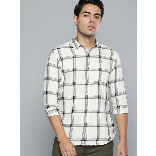 Wrangler Men White & Black Regular Fit Checked Casual Shirt
