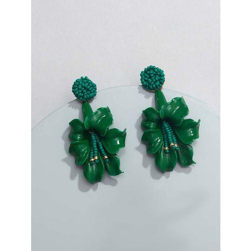 Pipa Bella green plastic drop earring