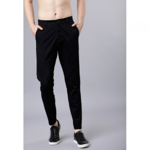 HIGHLANDER Men Black Tapered Fit Solid Chinos