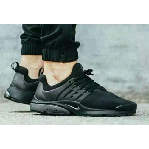 Nike Black Leather Solid Sport Shoes