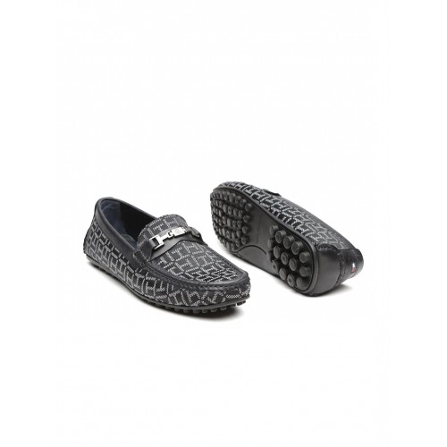 4b2334ef7 Buy Tommy Hilfiger Men Black Patterned Loafers online