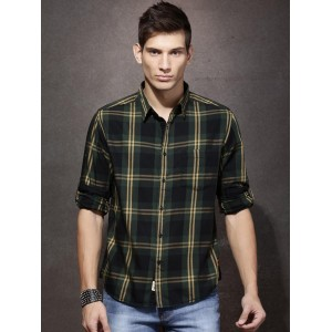Roadster Black & Green Regular Fit Checked Casual Shirt