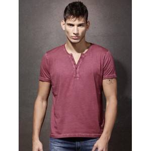 Roadster Men Burgundy Solid Henley T-shirt
