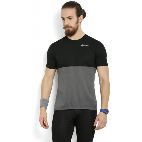 f0a73d5e489 Buy Nike Solid Men s Round Neck Black T-Shirt online
