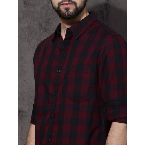 Roadster Maroon & Navy Blue Regular Fit Checked Casual Shirt