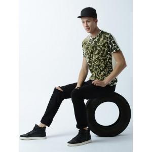 Huetrap White & Green Printed Regular Fit Round Neck T-shirt