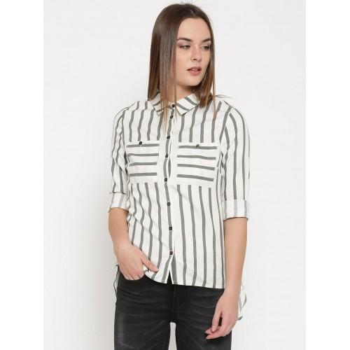 3692645ef2 ... Vero Moda Women Off-white & Black Regular Fit Striped Casual Shirt ...
