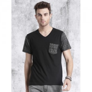 Roadster Men Black Solid V-Neck T-shirt