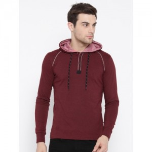 Fort Collins Men Maroon Solid Hooded T-shirt