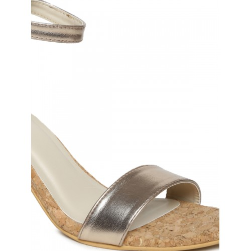 Monrow Women Gold-Toned Heels