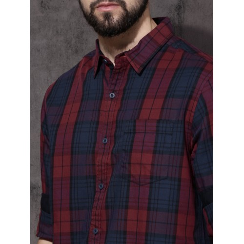 Roadster Maroon & Navy Regular Fit Checked Casual Shirt