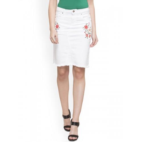 0ecbbf780c Buy Globus Woman White Knee-Length Skirt online | Looksgud.in
