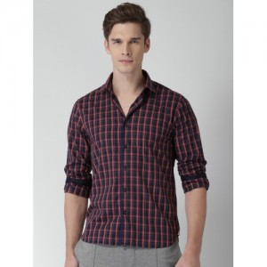 INVICTUS Black & Red Slim Fit Checked Casual Shirt