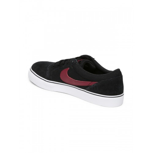 Competir Informar Mono  Buy Nike Men Black SB Satire II Skate Shoes online | Looksgud.in
